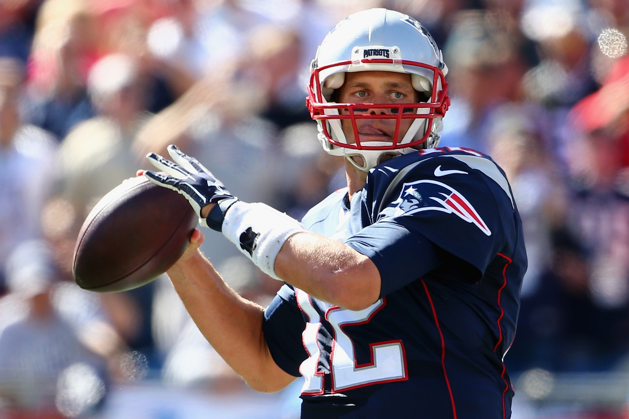 FOXBORO, MA - SEPTEMBER 27:   Tom Brady #12 of the New England Patriots makes a pass during the second quarter against the Jacksonville Jaguars at Gillette Stadium on September 27, 2015 in Foxboro, Massachusetts.  (Photo by Maddie Meyer/Getty Images)