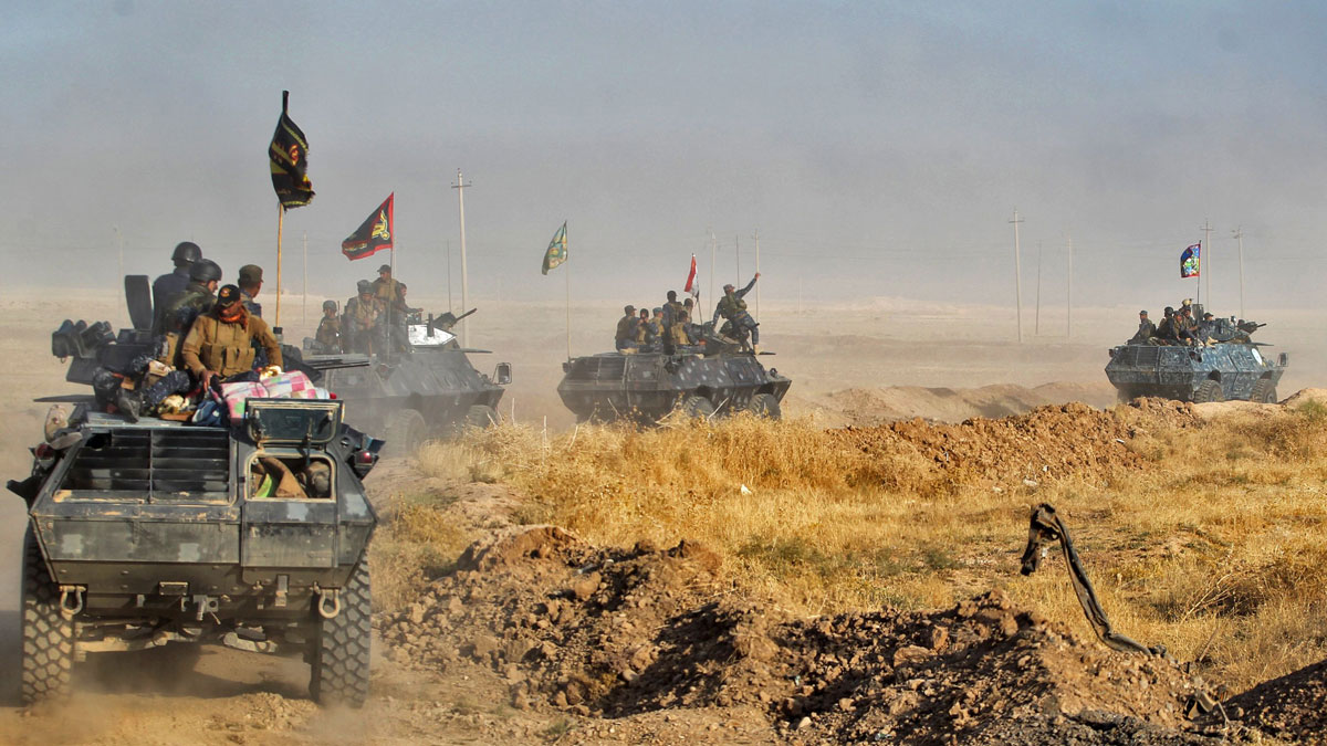 Iraqi forces deploy in the area of al-Shourah, some 45 kms south of Mosul, as they advance toward the city to retake it from the Islamic State (IS) group jihadists, on Oct. 17, 2016.Iraqi Prime Minister Haider al-Abadi announced earlier in the day that the long-awaited operation to recapture Mosul was under way.