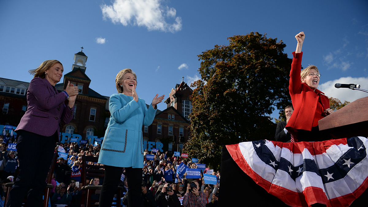 US Democratic presidential candidate Hillary Clinton holds a campaign rally with Sen. Elizabeth Warren (R) and New Hampshire Gov. Maggie Hassan (L), on Oct. 24, 2016, at Saint Anselm College in Manchester, New Hampshire.