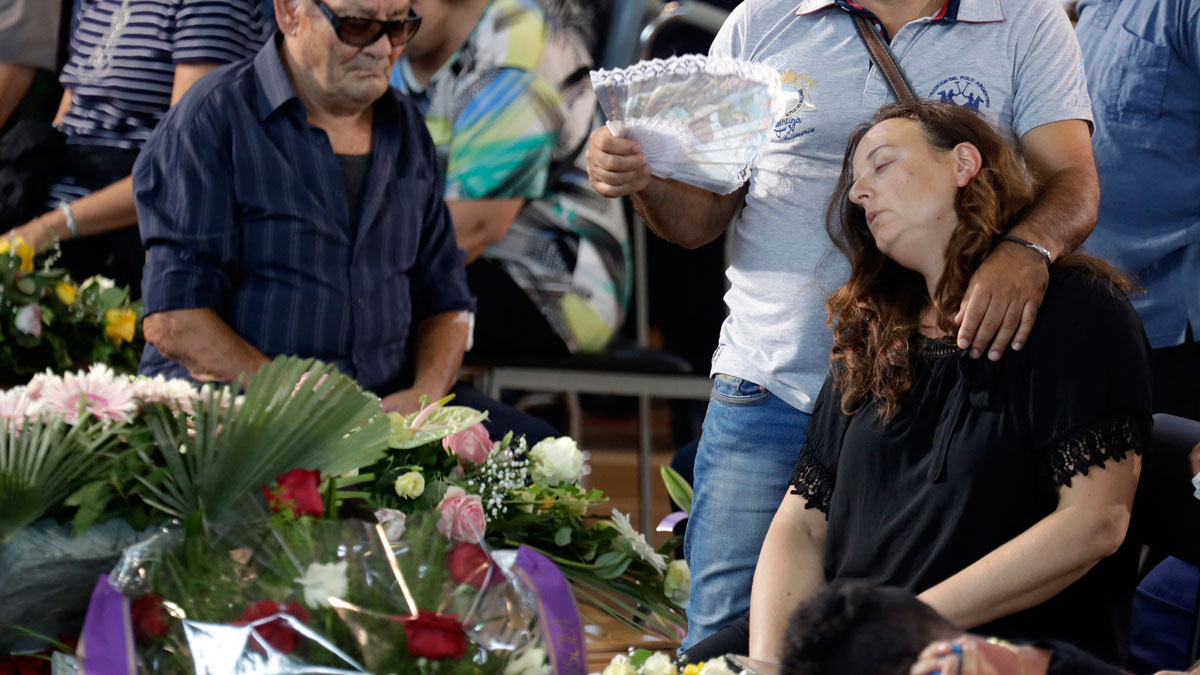 A woman mourns during the state funeral service of some of the earthquake victims in Ascoli Piceno, Italy, on Aug. 27, 2016. Funerals for some victims took place on Friday, while those for many others are expected in the coming days.