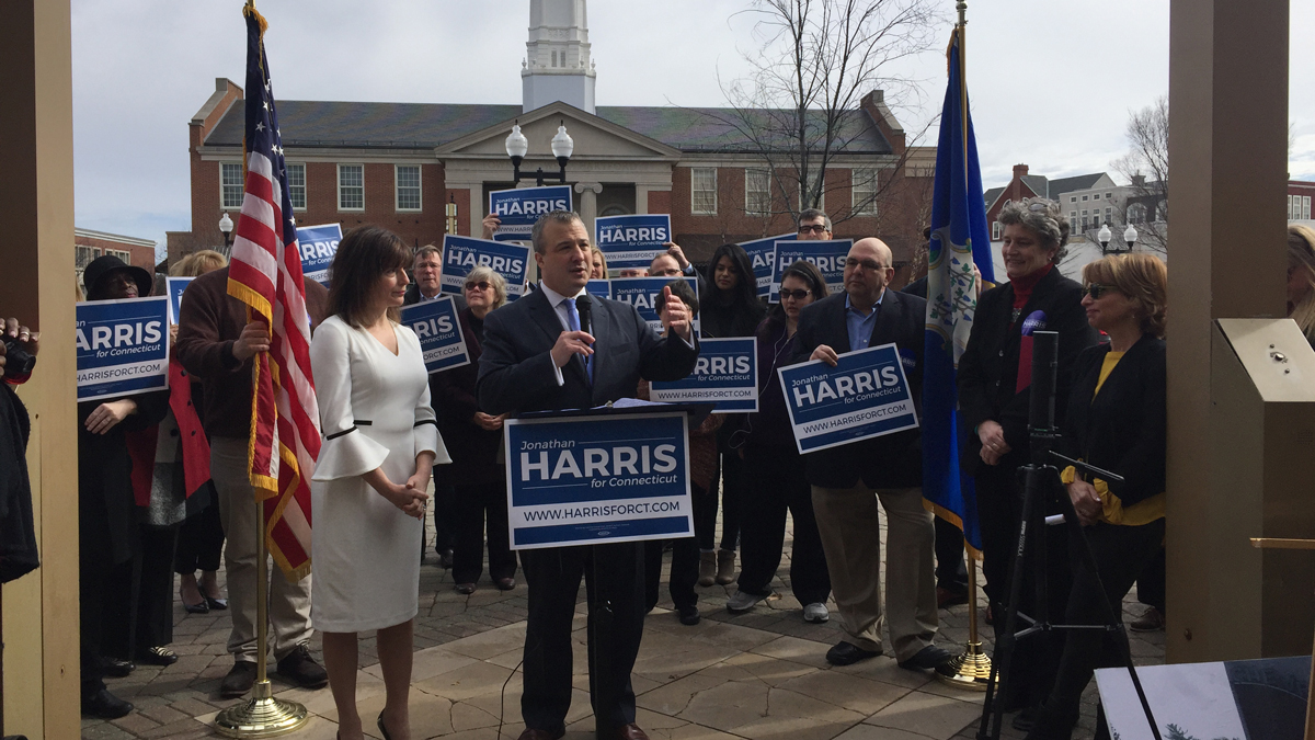 Former Department of Consumer Protection Commissioner Jonathan Harris announces a run for governor.