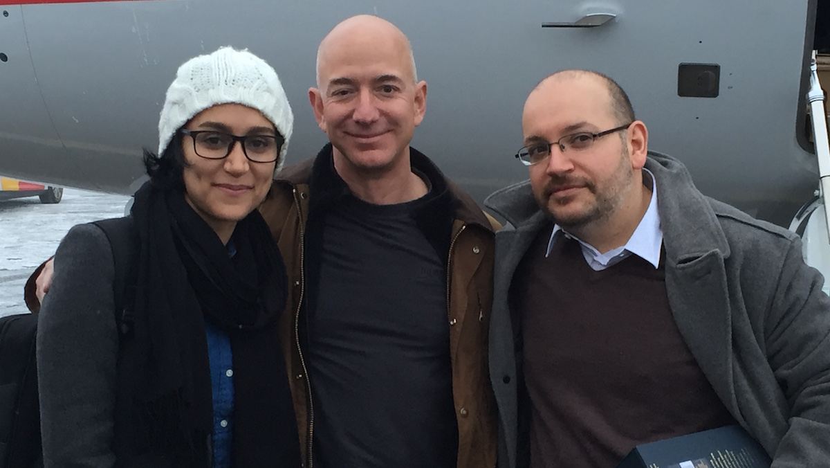 (R-L) Jason Rezaian, Washington Post owner Jeff Bezos, and Jason wife, Yeganeh Salehi, are pictured in Germany before taking off for a return journey to the U.S.