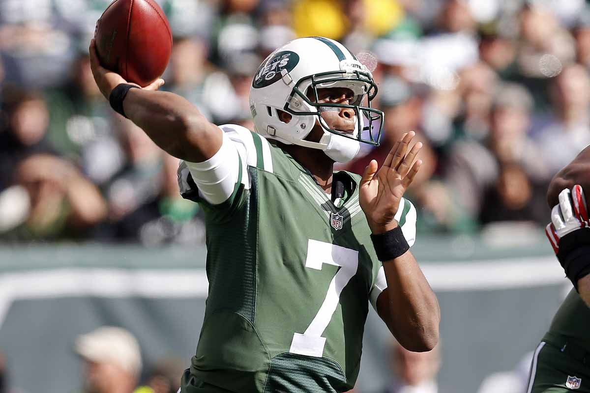 New York Jets quarterback Geno Smith (7) throws a pass during the first half of an NFL football game against the Buffalo Bills Sunday, Oct. 26, 2014, in East Rutherford.  (AP Photo/Kathy Willens)
