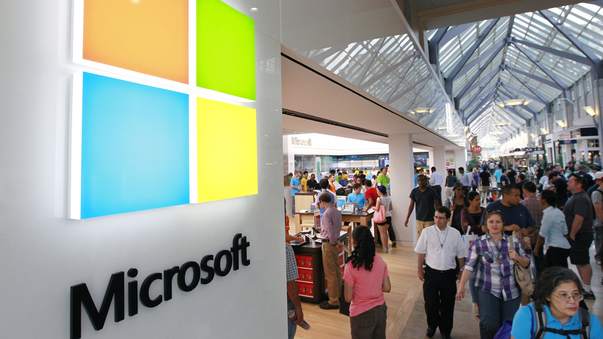 Microsoft is expected to announce Monday new Surface tablets including a version with a smaller screen to directly compete with Google's Nexus 7 and Apple's iPad Mini.