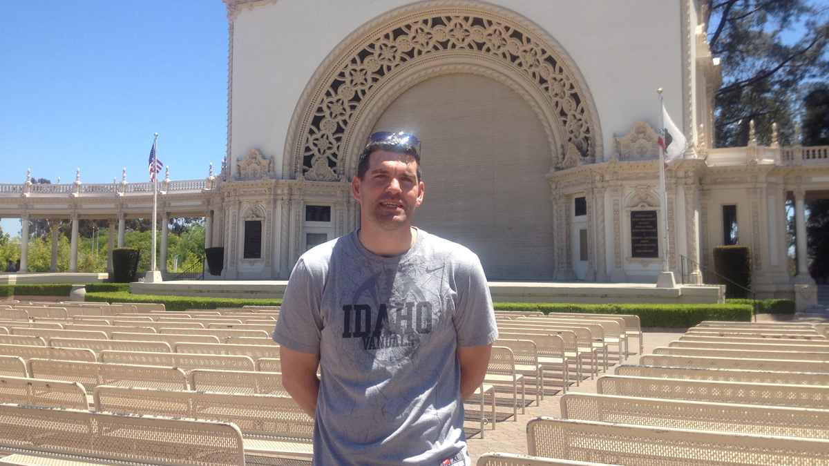 Mikel McLaughlin visits San Diego on Day 74 of his cross-country road trip to meet all of his Facebook friends in person.