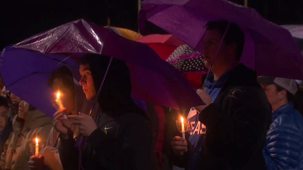 The Junior Newtown Action Alliance organized a vigil to stand in solidarity with the school shooting victims in Parkland, Florida.