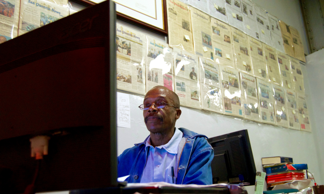 Senior Editor Juan Moreno Haines works at his computer in the San Quentin newsroom. (Published Dec.30, 2016)