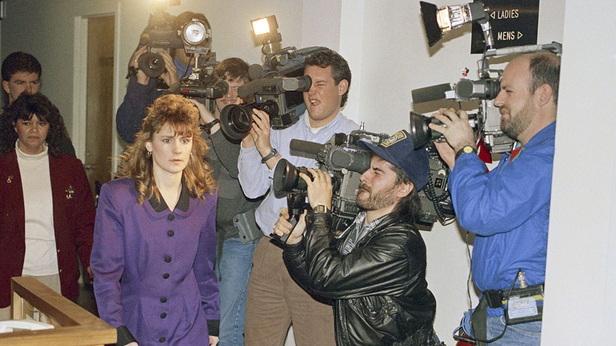 Pamela Smart walks past cameras at Rockingham County Superior Court in Exeter, New Hampshire on Thursday, March 21, 1991.