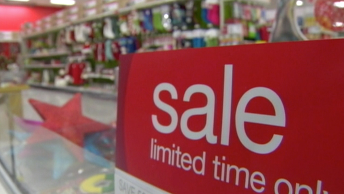 Should you shop on Thanksgiving or not? NBC News take a look at which retailers are getting a jump on holiday sales and which will stay closed.
