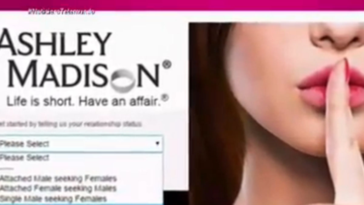 El escándalo por la difusión de los nombres de millones de infieles que usan una página web para dicho fin no deja de crecer.