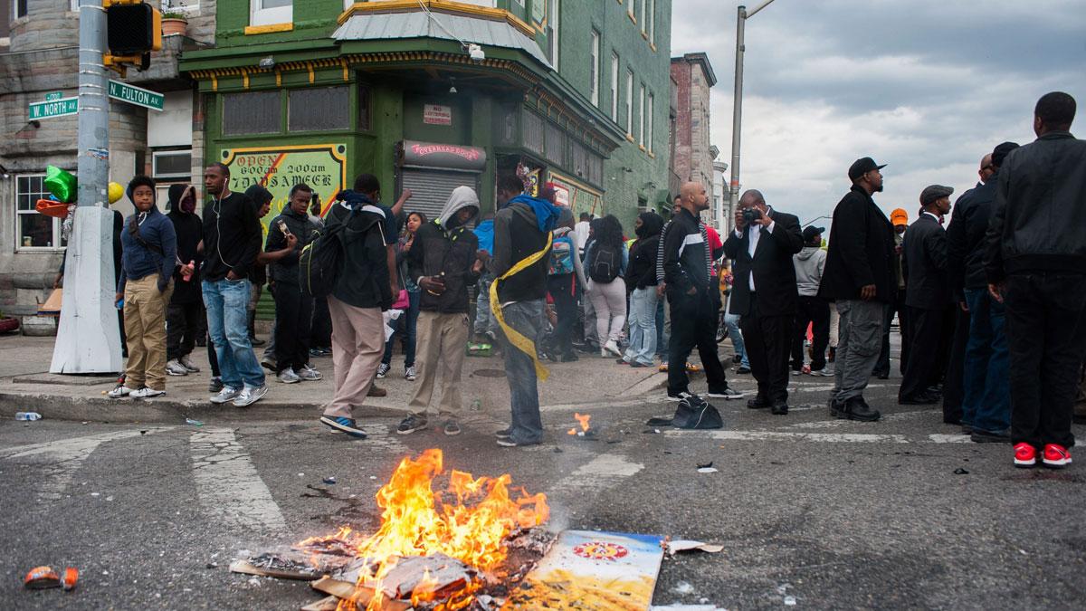 Residentes de Baltimore durante los disturbios.