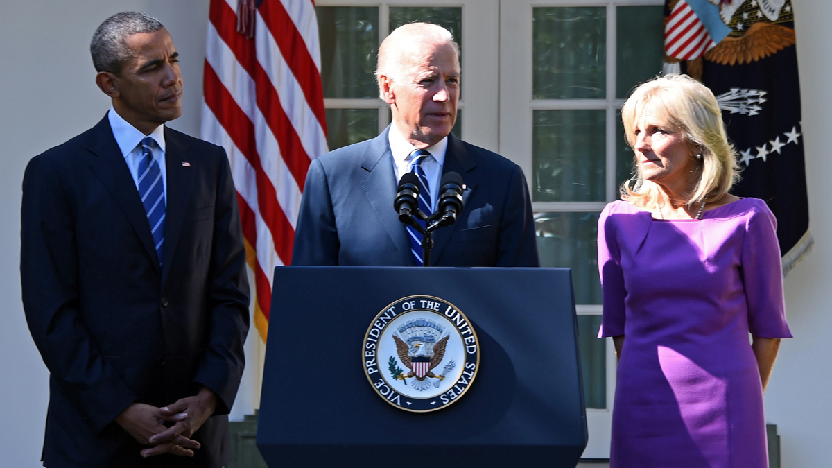 US Vice President Joe Biden (C), flanked by US President Barack Obama (L) and his wife Jill Biden (R), speaks in the Rose Garden at the White House on October 21, 2015, in Washington, DC. Biden announced that he is not running for president.