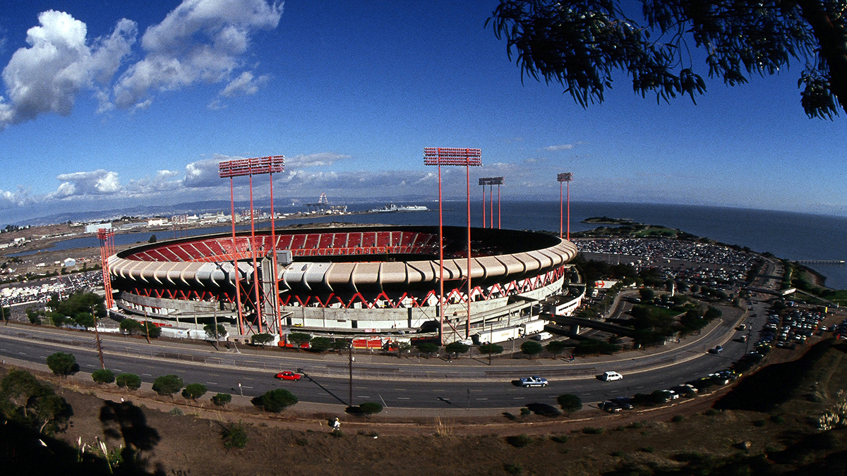 SAN FRANCISCO, CA - OCTOBER 18:  A general view of Candlestick Park after the Loma Prieta earthquake hit prior to World Series game three between the Oakland Athletics and San Francisco Giantson October 18, 1989 at Candlestick Park in San Francisco, California. The game was postponed for 10 days. (Photo by Rich Pilling/Getty Images)