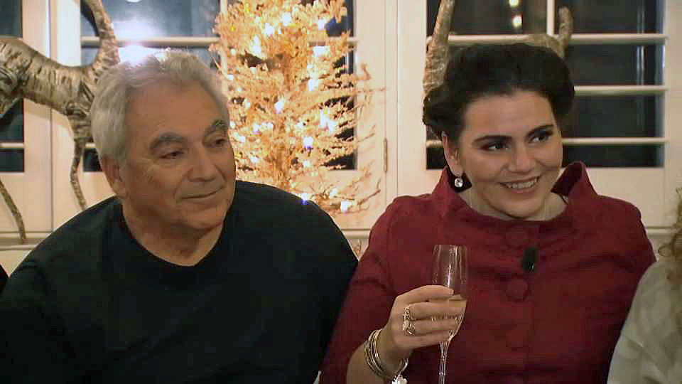 Father-daughter Sargon Isaac and Kelly Wilson enjoy their first Christmas together 41 years after Wilson was born. (Dec. 25, 2018)