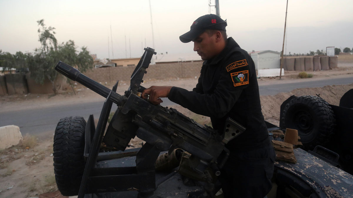 A soldier prepares a heavy weapon at the operations center outside Fallujah, Iraq, on Friday, May 27, 2016, as military forces surround the city.
