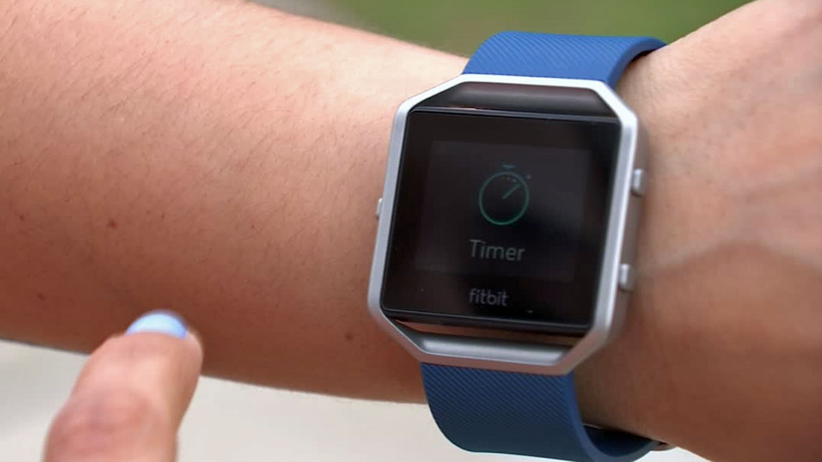 Erika Echeverria called NBC 5 Responds after the battery life on her Fitbit dropped significantly.