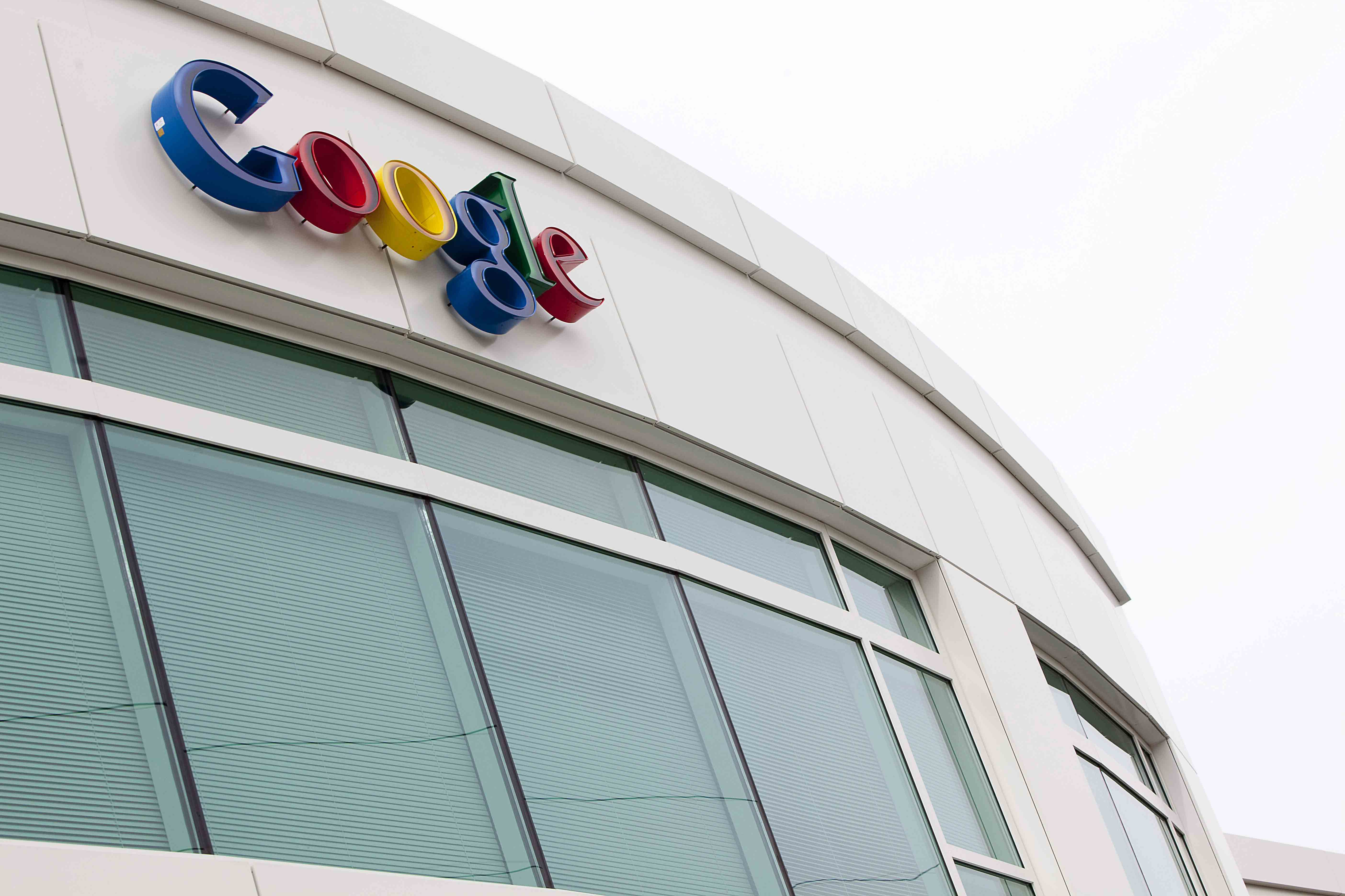 The Mountain View-based company announced that Craig Barratt, a veteran tech executive who led the ambitious - and expensive - Google Fiber program, is stepping down as CEO of Access, the division of Google corporate parent, Alphabet Inc., that operates the 5-year-old program.