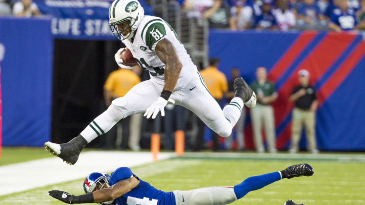 New York Jets tight end Kellen Winslow shows he still has something left in the tank in a preseason game versus the Giants.