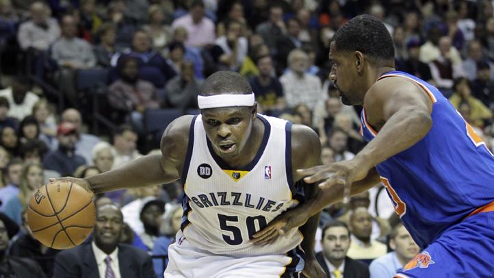 Zach Randolph, of the Memphis Grizzlies, moves around New York Knicks' Kurt Thomas.