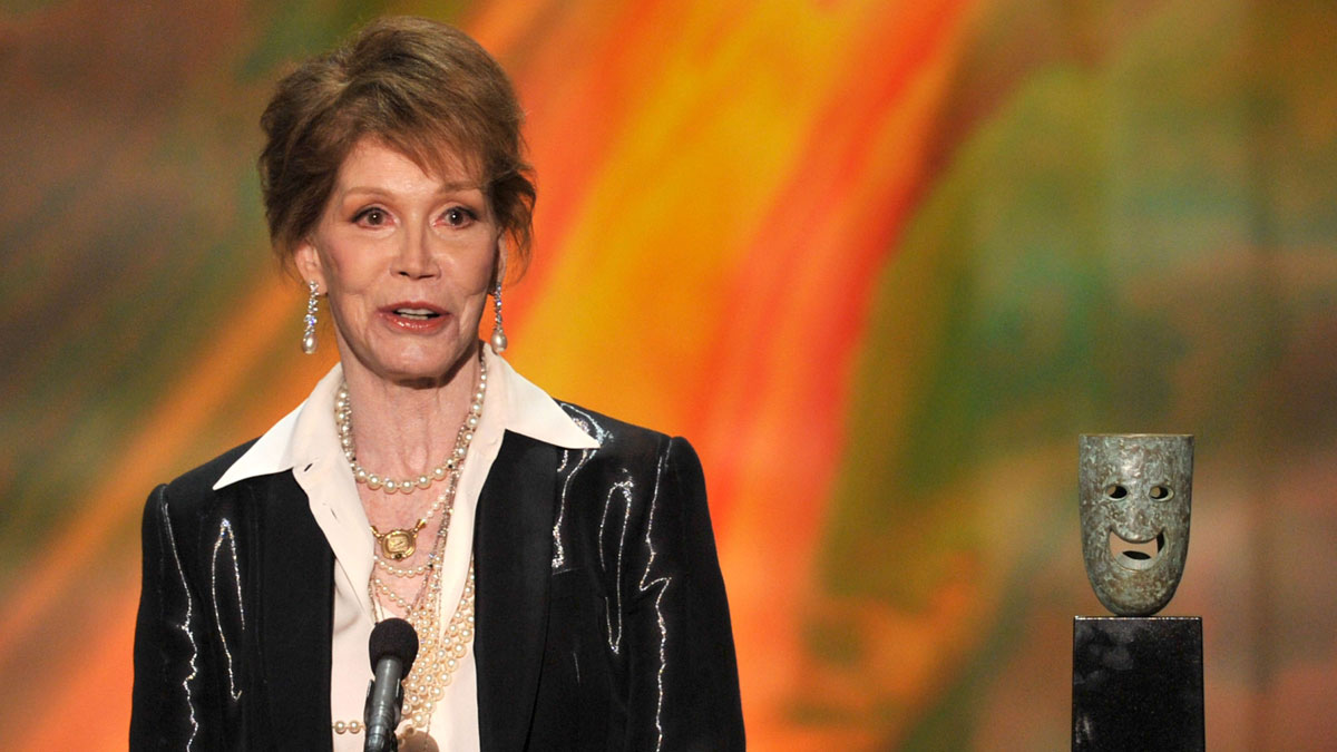 Actress Mary Tyler Moore accepts the Life Achievement Award onstage during the 18th Annual Screen Actors Guild Awards at The Shrine Auditorium on January 29, 2012 in Los Angeles, California.