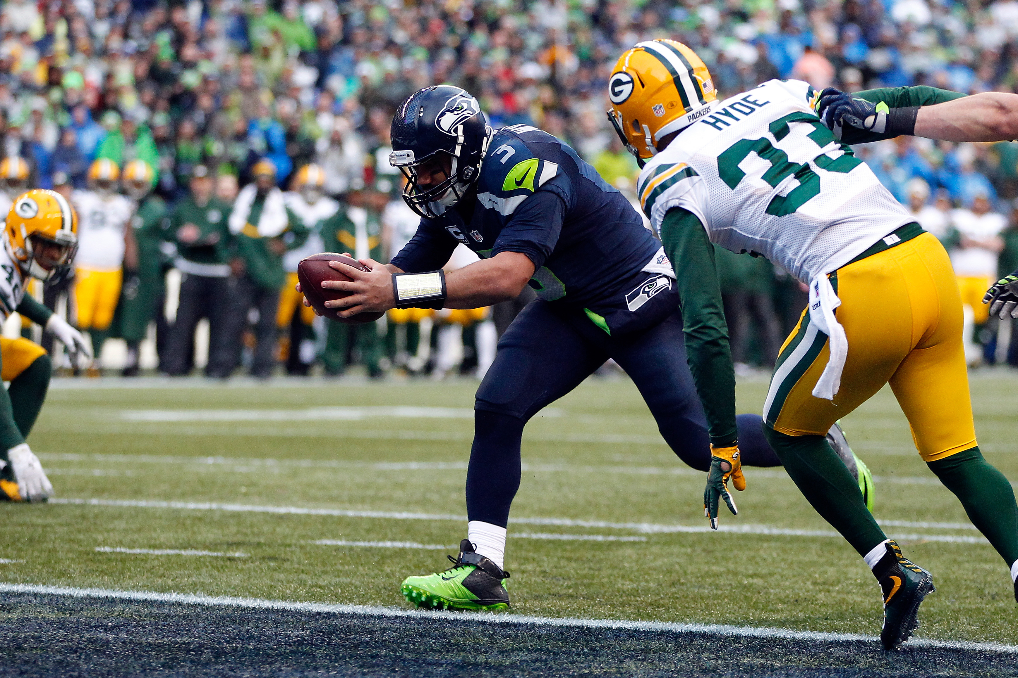Seahawks QB Russell Wilson (No. 3) hurt the Packer in the NFC Championship Game with his read-option runs. (Photo by Otto Greule Jr/Getty Images)