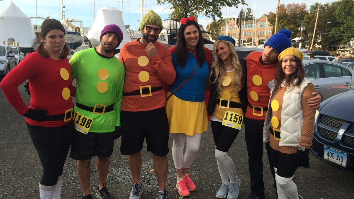 Snow White and the Seven Dwarfs are ready for the run.