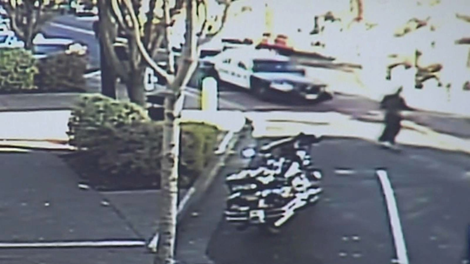 Surveillance video captures a pursuit just before a South San Francisco police officer was hit in the head by a suspect's skateboard. (Nov. 25, 2016)
